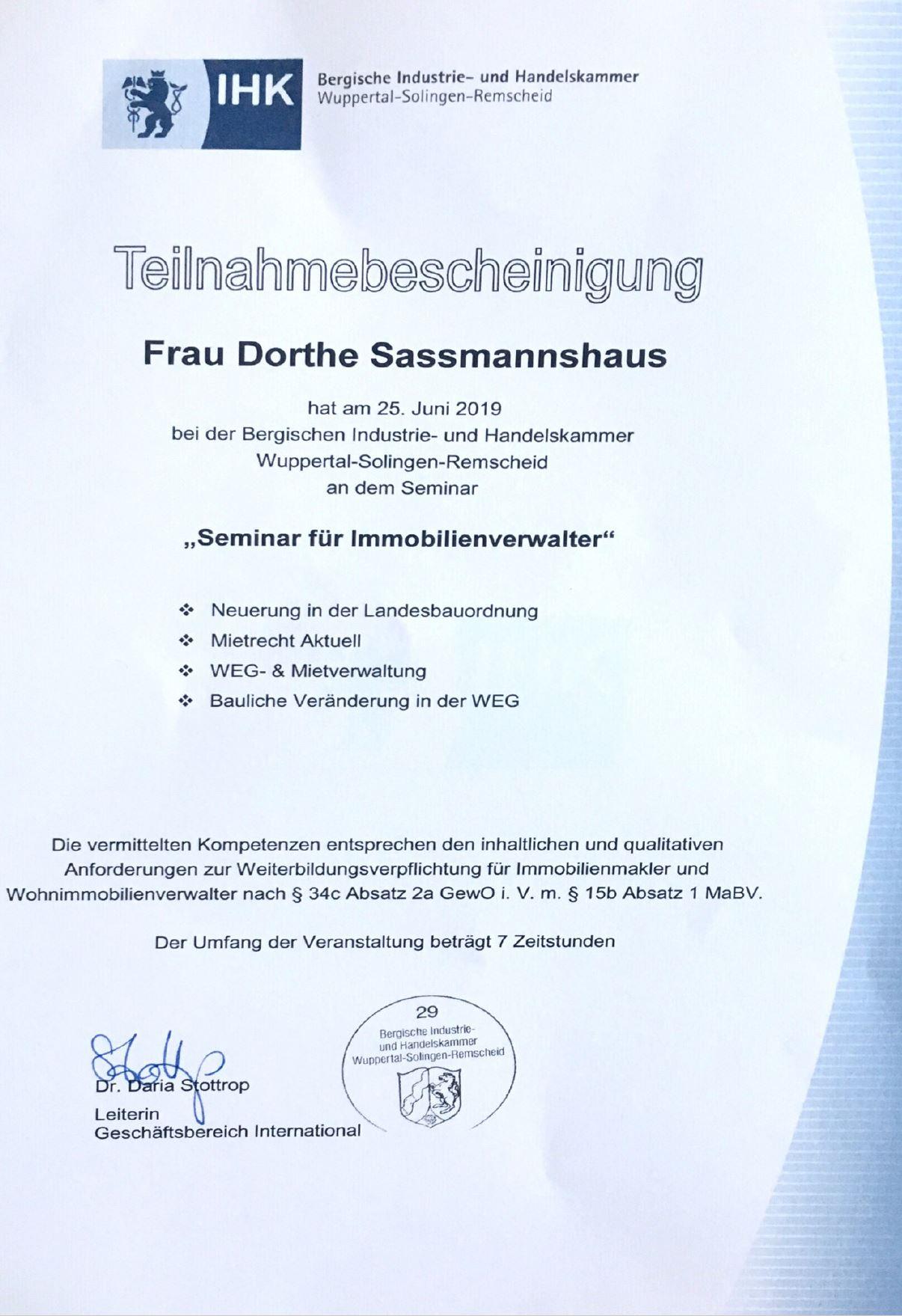 ihk_immobilienverwalter_urkunde_dorthe_sassmannshaus
